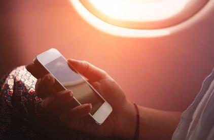 Internet in volo. Da giugno wifi in aereo.