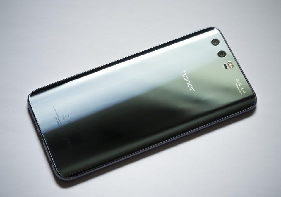 Rivoluzione nel mercato italiano degli smartphone: Huawei supera Samsung